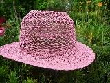 Koronkowy kapelusz róż