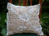 Poszewka na poduszkę zrobiona na szydełku (1)