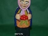 Folk sculpture - The rural woman, a basket (21 cm)