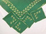 Bieżnik zielony haftowany na kanwie 83x83 oraz serwetki (bw-3)