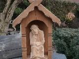 Rzeźba ludowa - Kapliczka z Jezusem frasobliwym, wys. 74 cm  (jb-1)
