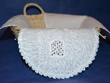 Hand embroidered tablemat to the basket, white 42x42 cm (kz-6)