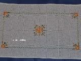 Bieżnik haftowany, haft krzczonowski dł.68 cm, szer. 40 (bw)