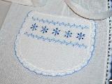 Fartuszek haftowany, wzór kurpiowski, haft niebieski