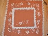 Haft kujawski - serweta plus 6 serwetek ręcznie haftowane, kolor łososiowy