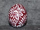 Pisanka bordowa, jajo kurze, wzór kujawski, ręcznie malowana