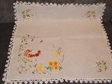 Serweta z motywem wielkanocnym, ręcznie haftowana, wykończona ręcznie koronką 65x65 (6)
